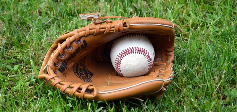 """Featured image for """"Best Baseball Gloves for 2021 and Buyer's Guide"""""""